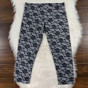 Onzie Black Lace Capri Crop Leggings Pants